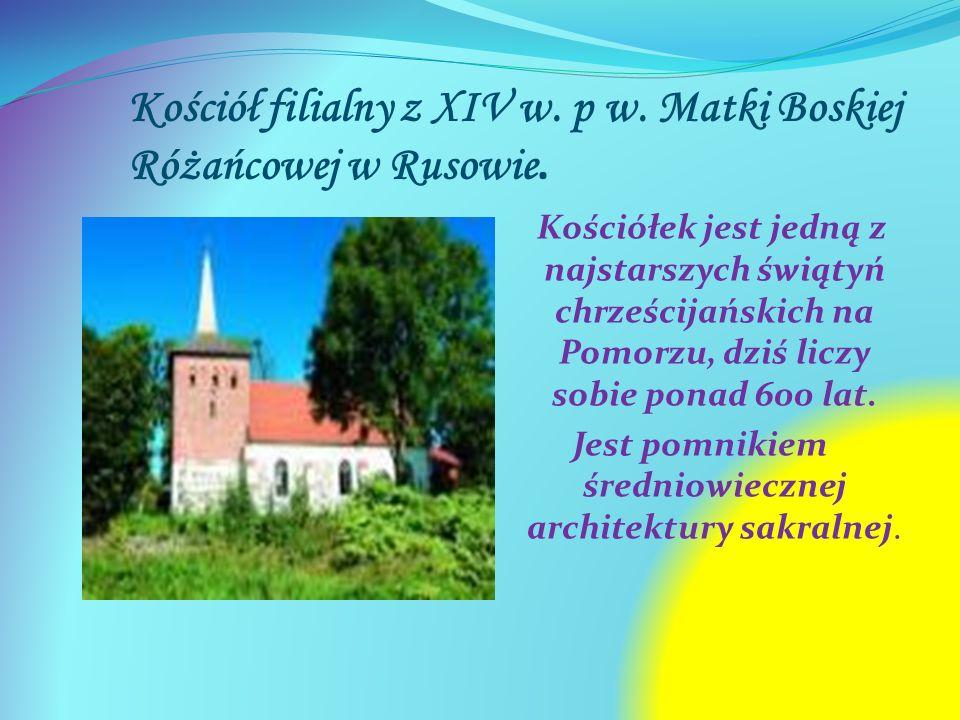 Kościół filialny z XIV w. p w. Matki Boskiej Różańcowej w Rusowie. Kościółek jest jedną z najstarszych świątyń chrześcijańskich na Pomorzu, dziś liczy