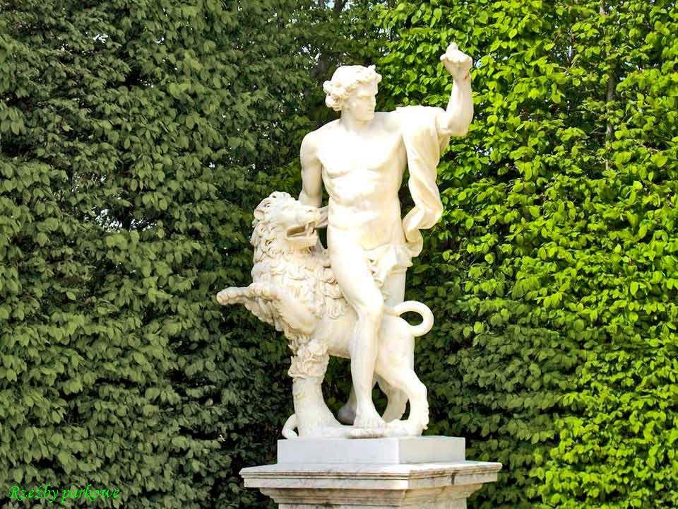 DA - MA Personifikacje rzek Francji, nimfy, amorki - dekoracje basenów przy fasadzie ogrodowej pałacu