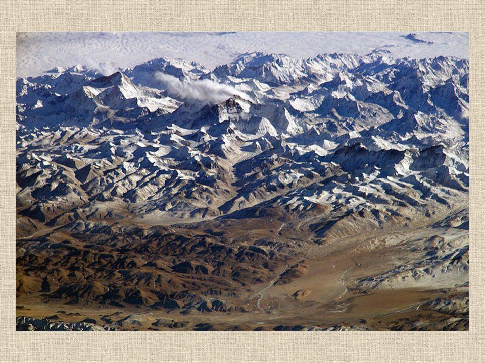 Mount Everest najwyższy szczyt na Ziemi (8844–8850 m n.p.m. – zależnie od źródła) w Himalajach Wysokich (Centralnych), na granicy Nepalu i Tybetu. Po