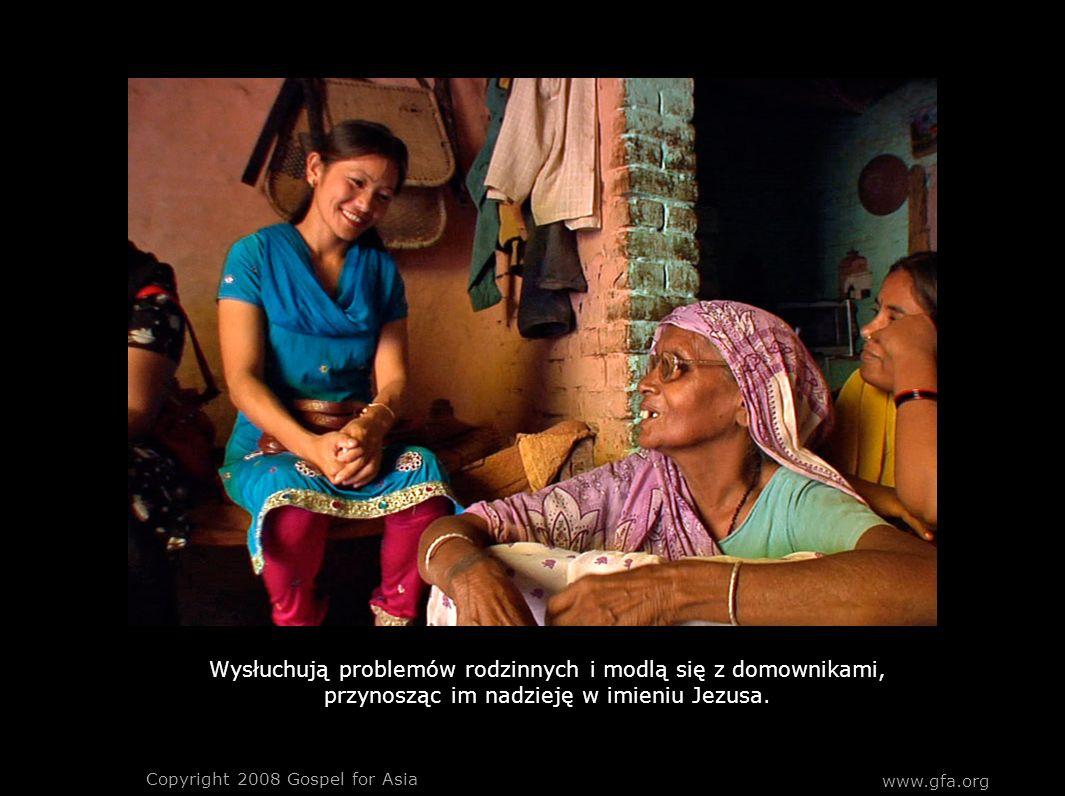 Wysłuchują problemów rodzinnych i modlą się z domownikami, przynosząc im nadzieję w imieniu Jezusa. Copyright 2008 Gospel for Asia www.gfa.org