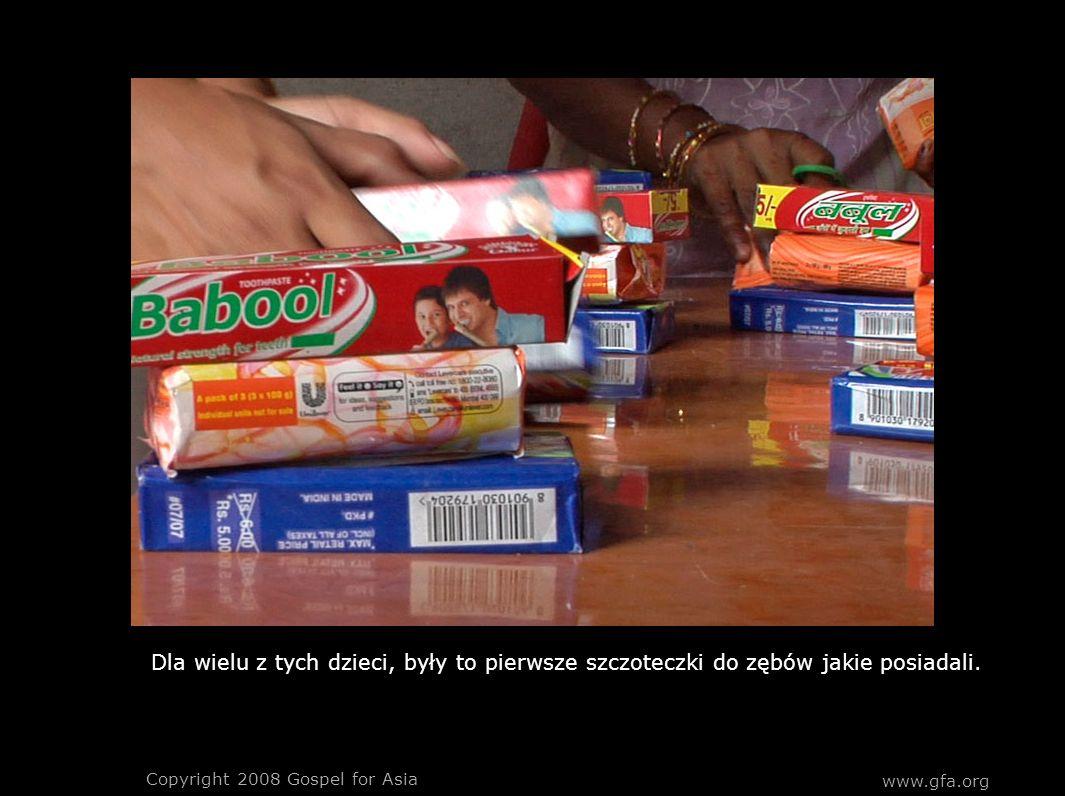 www.gfa.org Copyright 2008 Gospel for Asia Dla wielu z tych dzieci, były to pierwsze szczoteczki do zębów jakie posiadali.