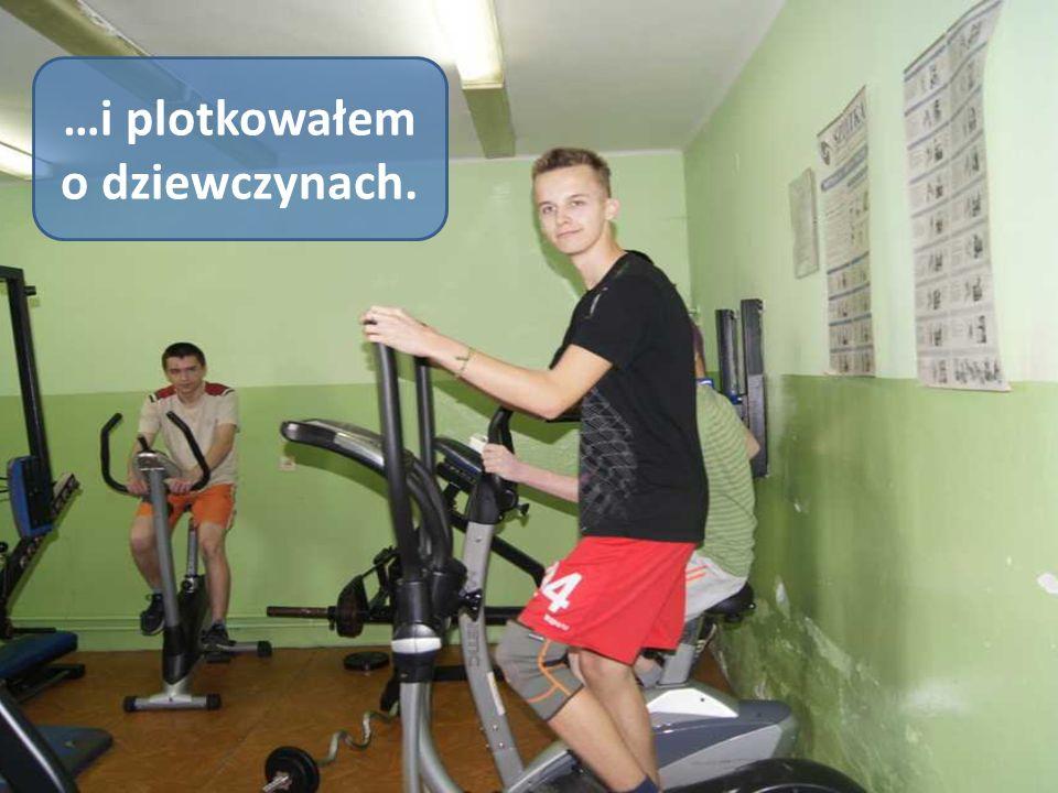 Na siłowni wytężałem swoje muskuły…