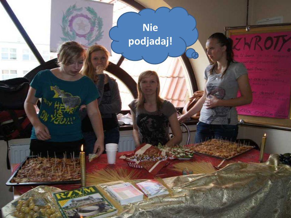 Na Dni Języków Obcych dziewczyny prezentowały swoje kulinarne talenty.
