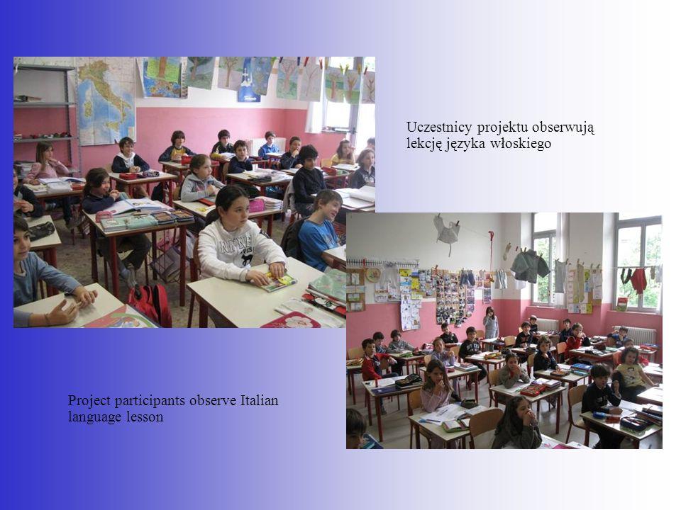 Project participants observe Italian language lesson Uczestnicy projektu obserwują lekcję języka włoskiego