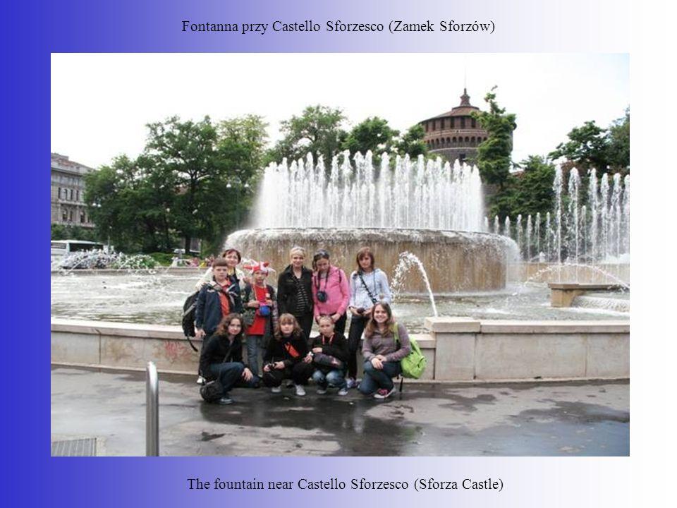 Fontanna przy Castello Sforzesco (Zamek Sforzów) The fountain near Castello Sforzesco (Sforza Castle)