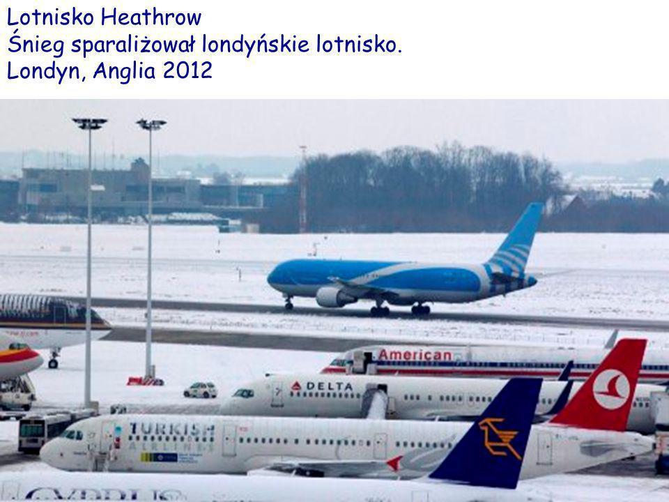 Lotnisko Heathrow Śnieg sparaliżował londyńskie lotnisko. Londyn, Anglia 2012