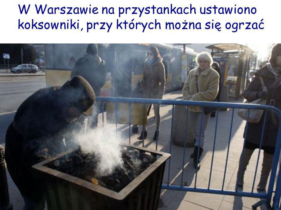 W Warszawie na przystankach ustawiono koksowniki, przy których można się ogrzać