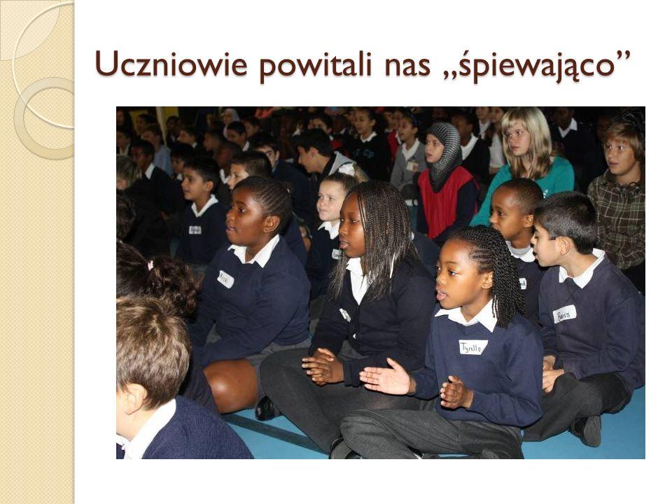 Uczniowie powitali nas śpiewająco