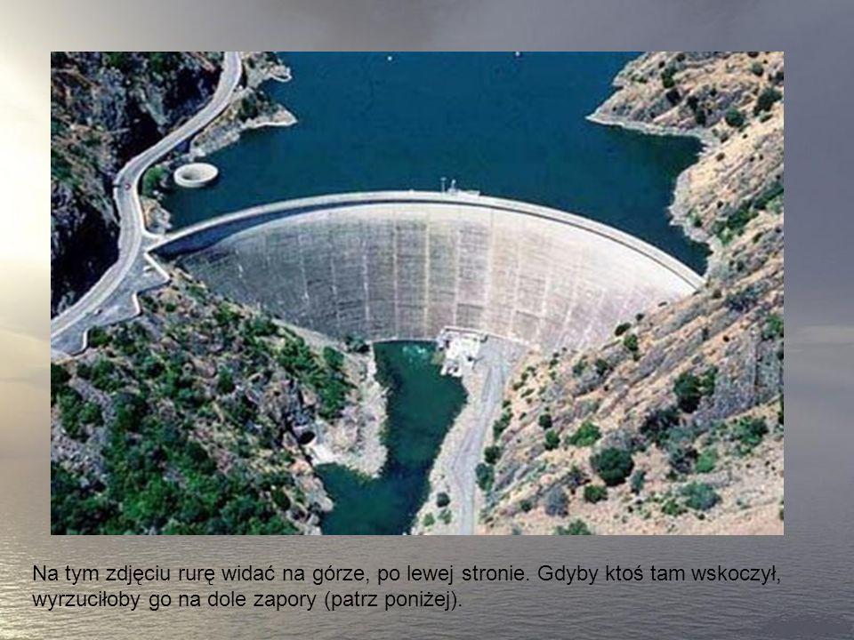 To część zapory Monticello w Kaliforni, największa ryra spustowa świata, spływa nią 1370 metrów sześciennych wody na sekundę.