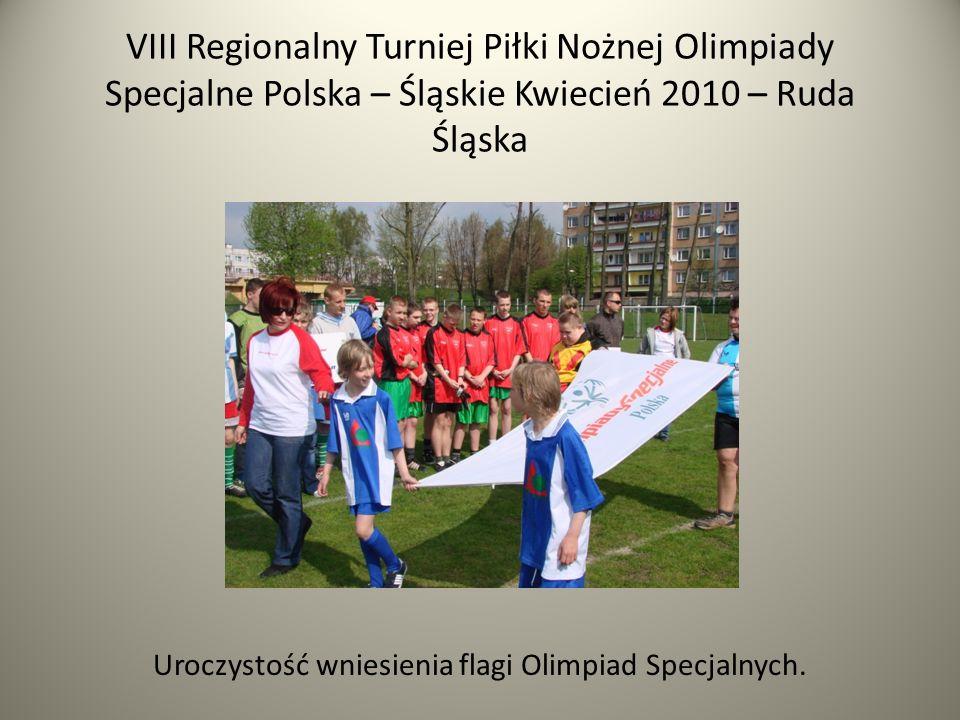 VIII Regionalny Turniej Piłki Nożnej Olimpiady Specjalne Polska – Śląskie Kwiecień 2010 – Ruda Śląska Uroczystość wniesienia flagi Olimpiad Specjalnych.