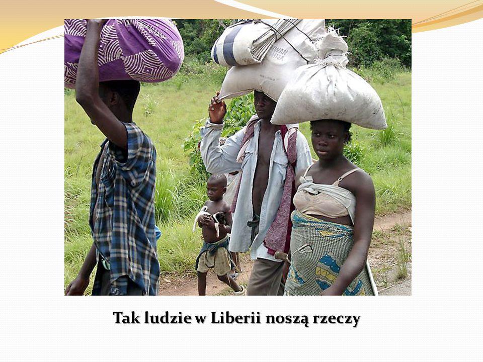 Tak ludzie w Liberii noszą rzeczy