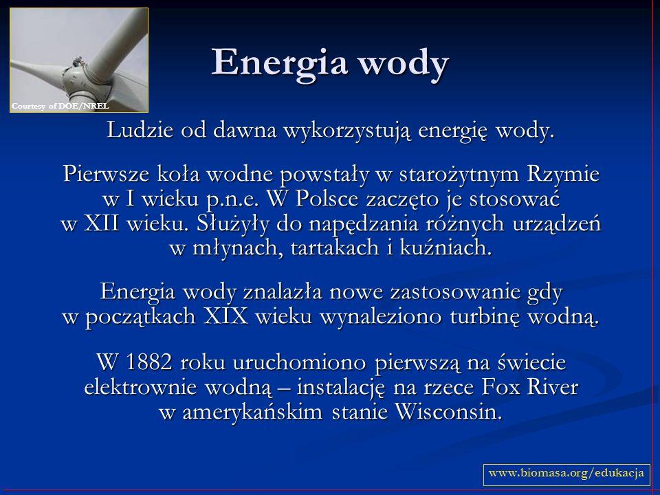 Energia wody Ludzie od dawna wykorzystują energię wody. Pierwsze koła wodne powstały w starożytnym Rzymie w I wieku p.n.e. W Polsce zaczęto je stosowa