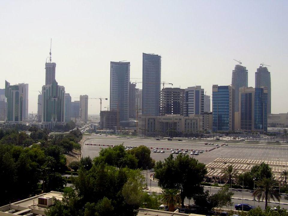 Katarowi najwięcej dochodów przynosi wydobycie gazu ziemnego oraz ropy naftowej.