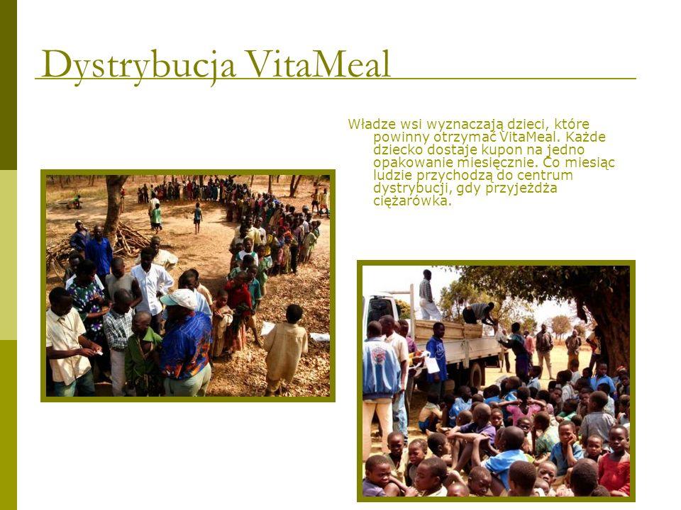 Władze wsi wyznaczają dzieci, które powinny otrzymać VitaMeal. Każde dziecko dostaje kupon na jedno opakowanie miesięcznie. Co miesiąc ludzie przychod