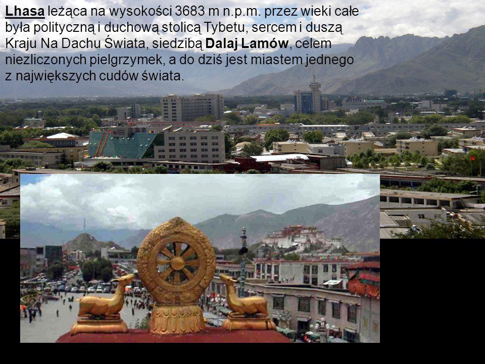 Lhasa leżąca na wysokości 3683 m n.p.m. przez wieki całe była polityczną i duchową stolicą Tybetu, sercem i duszą Kraju Na Dachu Świata, siedzibą Dala