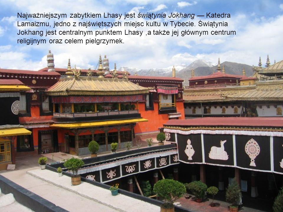 Najważniejszym zabytkiem Lhasy jest świątynia Jokhang Katedra Lamaizmu, jedno z najświętszych miejsc kultu w Tybecie. Świątynia Jokhang jest centralny