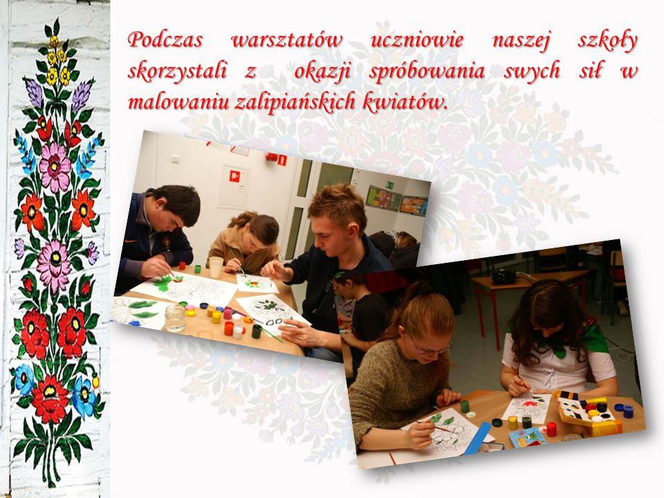 Podczas warsztatów uczniowie naszej szkoły skorzystali z okazji spróbowania swych sił w malowaniu zalipiańskich kwiatów.