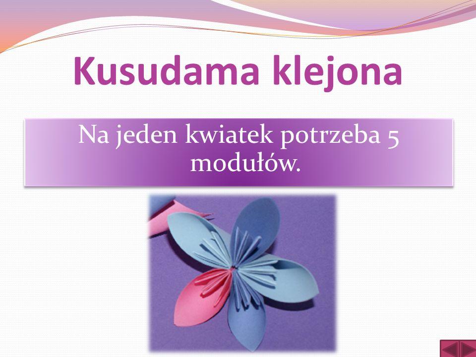 Kusudama klejona Na jeden kwiatek potrzeba 5 modułów.