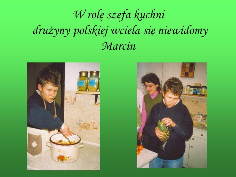 W rolę szefa kuchni drużyny polskiej wciela się niewidomy Marcin