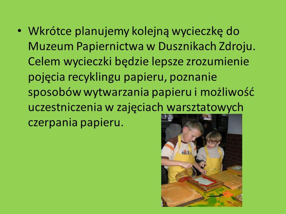Wkrótce planujemy kolejną wycieczkę do Muzeum Papiernictwa w Dusznikach Zdroju. Celem wycieczki będzie lepsze zrozumienie pojęcia recyklingu papieru,