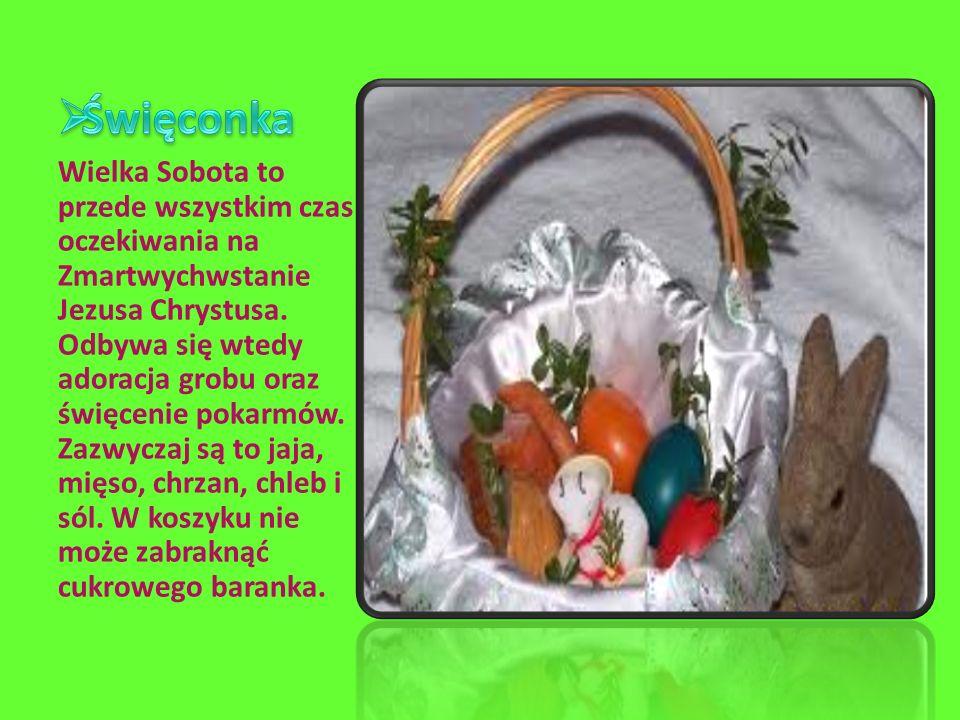 Wielka Sobota to przede wszystkim czas oczekiwania na Zmartwychwstanie Jezusa Chrystusa. Odbywa się wtedy adoracja grobu oraz święcenie pokarmów. Zazw