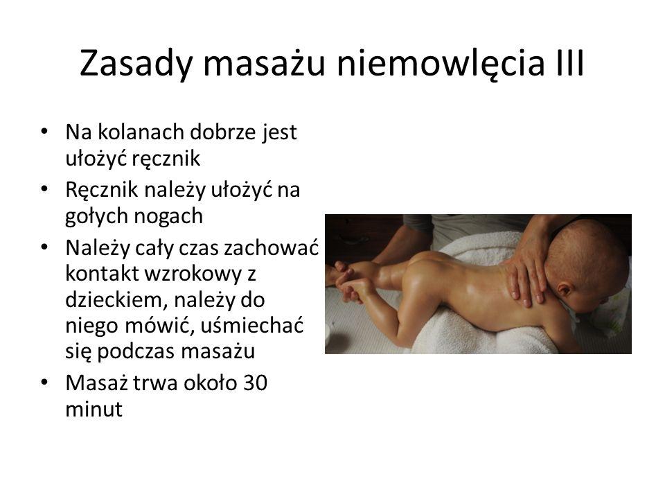 Zasady masażu niemowlęcia III Na kolanach dobrze jest ułożyć ręcznik Ręcznik należy ułożyć na gołych nogach Należy cały czas zachować kontakt wzrokowy
