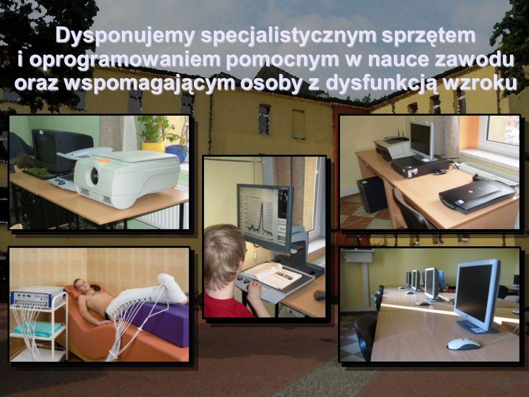 Dysponujemy specjalistycznym sprzętem i oprogramowaniem pomocnym w nauce zawodu oraz wspomagającym osoby z dysfunkcją wzroku