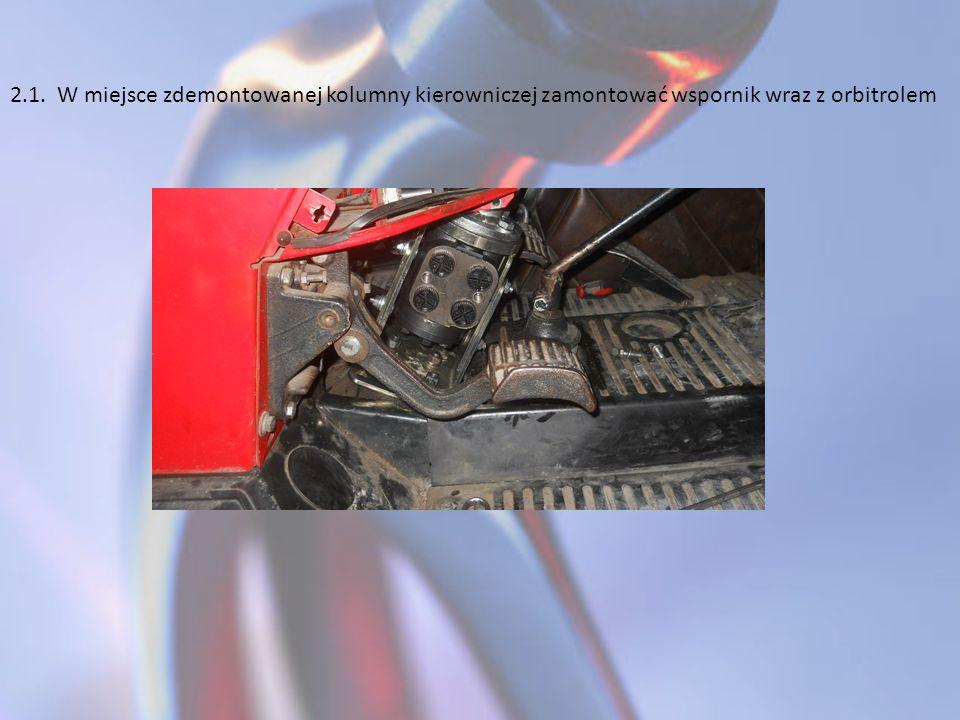 2.1. W miejsce zdemontowanej kolumny kierowniczej zamontować wspornik wraz z orbitrolem