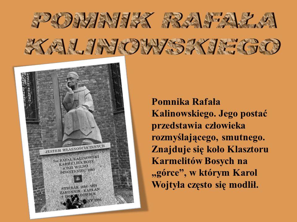Pomnika Rafała Kalinowskiego. Jego postać przedstawia człowieka rozmyślającego, smutnego. Znajduje się koło Klasztoru Karmelitów Bosych na górce, w kt