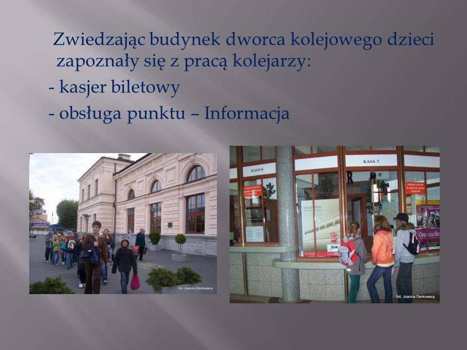 Zwiedzając budynek dworca kolejowego dzieci zapoznały się z pracą kolejarzy: - kasjer biletowy - obsługa punktu – Informacja