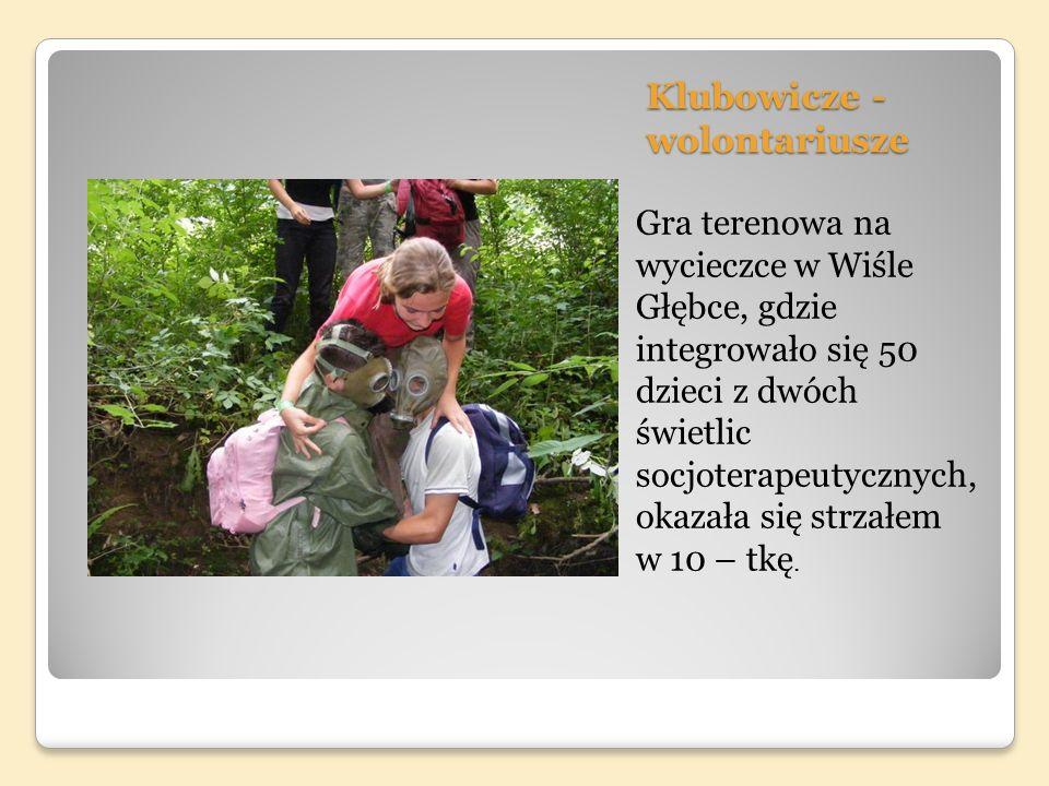 Klubowicze - wolontariusze Gra terenowa na wycieczce w Wiśle Głębce, gdzie integrowało się 50 dzieci z dwóch świetlic socjoterapeutycznych, okazała się strzałem w 10 – tkę.