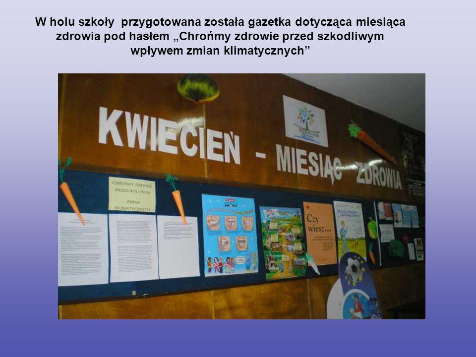 W holu szkoły przygotowana została gazetka dotycząca miesiąca zdrowia pod hasłem Chrońmy zdrowie przed szkodliwym wpływem zmian klimatycznych