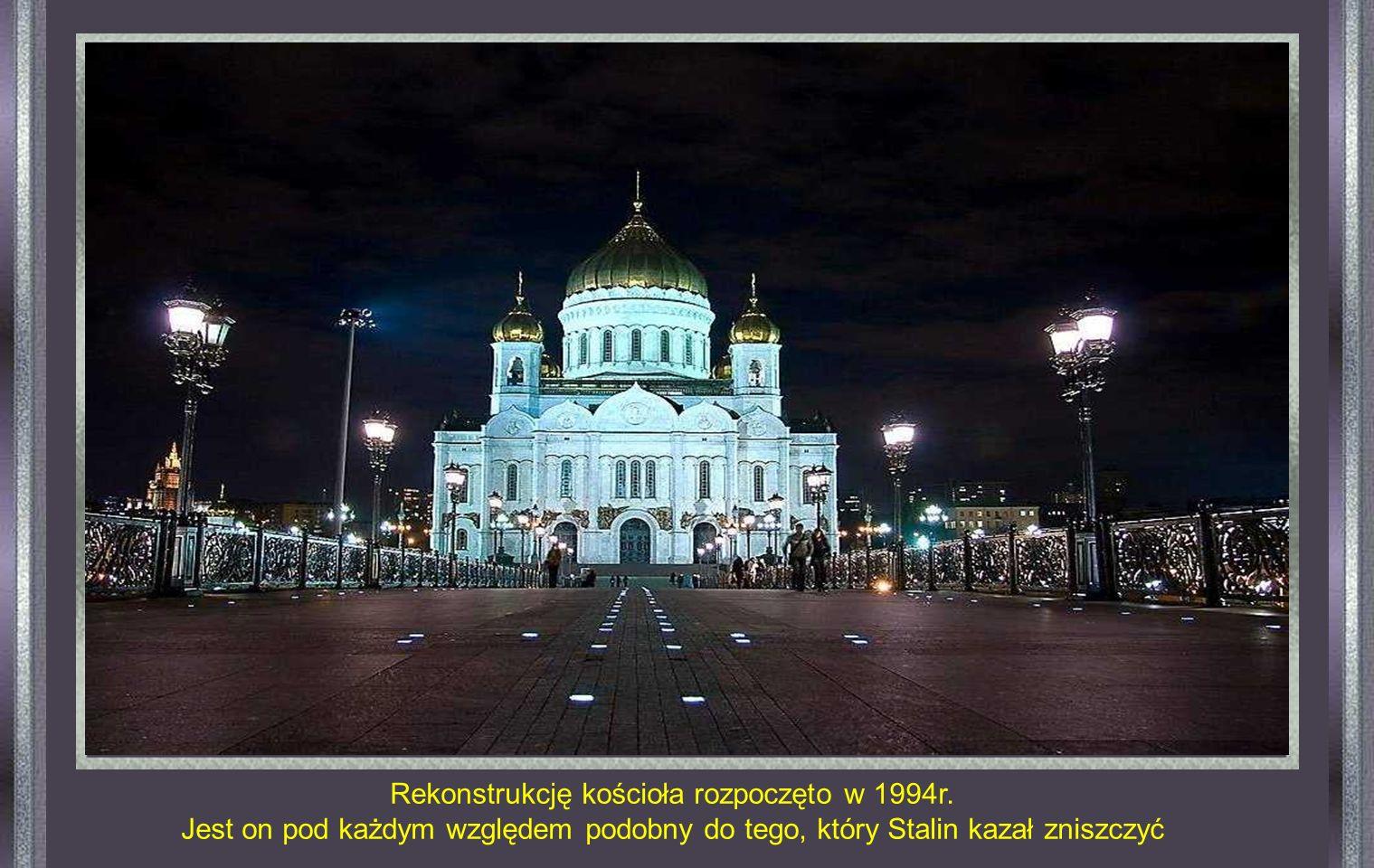 ( Photographie officielle ) Katedra Chrystusa Zbawiciela 5 grudnia 1931 r. na rozkaz Stalina kosciół został wysadzony.. Na jego miejscu Stalin nakazał