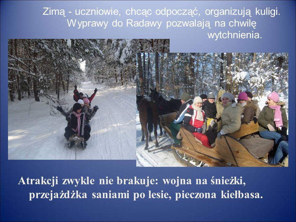 Zimą - uczniowie, chcąc odpocząć, organizują kuligi. Wyprawy do Radawy pozwalają na chwilę wytchnienia. Atrakcji zwykle nie brakuje: wojna na śnieżki,