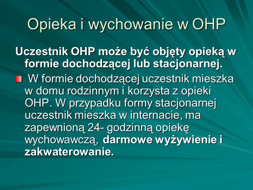 Opieka i wychowanie w OHP Uczestnik OHP może być objęty opieką w formie dochodzącej lub stacjonarnej. W formie dochodzącej uczestnik mieszka w domu ro