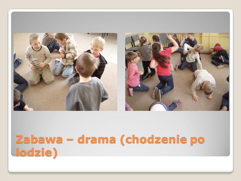 Zabawa – chłopcy idą po wyboistej drodze, dziewczyny wspinają się - drama