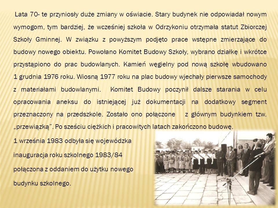 Lata 70- te przyniosły duże zmiany w oświacie. Stary budynek nie odpowiadał nowym wymogom, tym bardziej, że wcześniej szkoła w Odrzykoniu otrzymała st