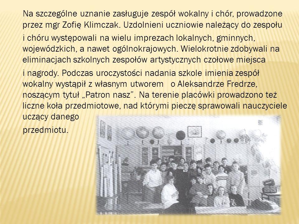 Na szczególne uznanie zasługuje zespół wokalny i chór, prowadzone przez mgr Zofię Klimczak. Uzdolnieni uczniowie należący do zespołu i chóru występowa