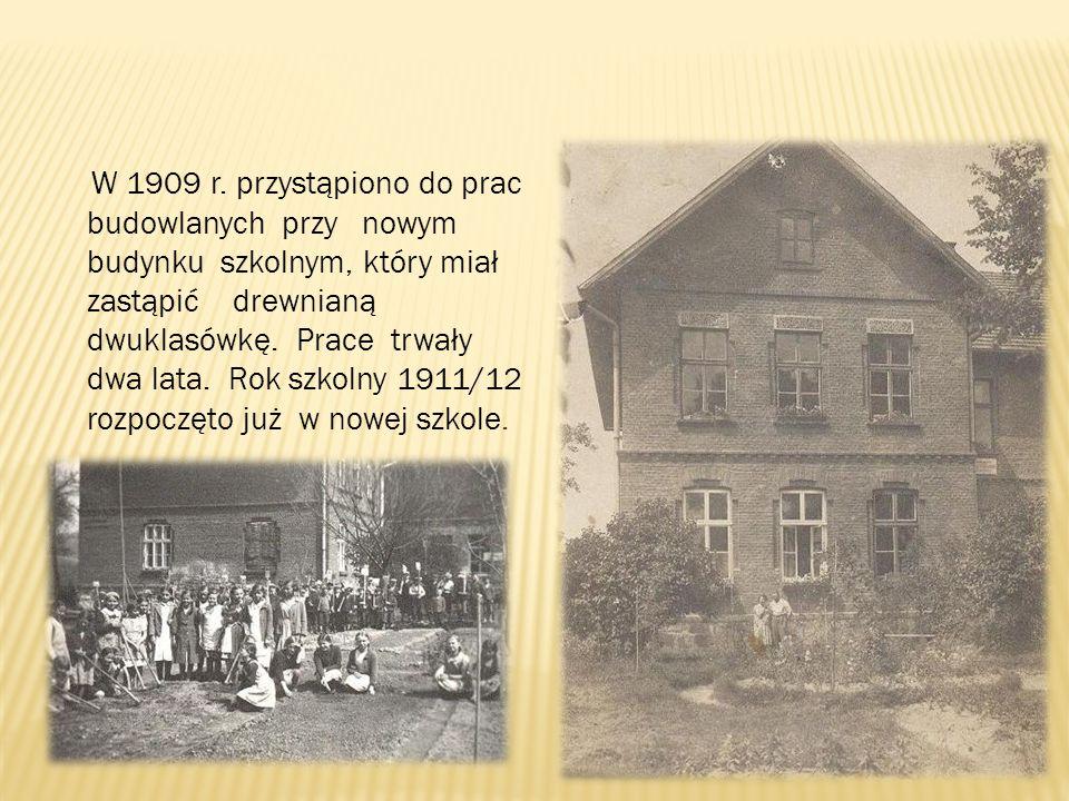 W 1909 r. przystąpiono do prac budowlanych przy nowym budynku szkolnym, który miał zastąpić drewnianą dwuklasówkę. Prace trwały dwa lata. Rok szkolny
