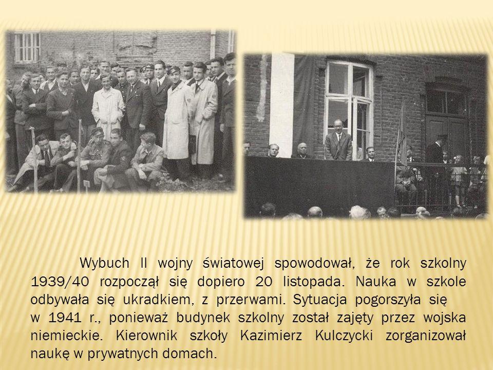 Wybuch II wojny światowej spowodował, że rok szkolny 1939/40 rozpoczął się dopiero 20 listopada. Nauka w szkole odbywała się ukradkiem, z przerwami. S