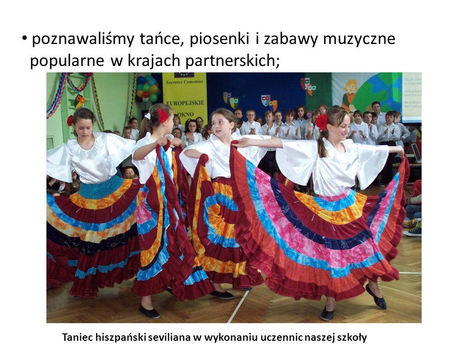poznawaliśmy tańce, piosenki i zabawy muzyczne popularne w krajach partnerskich; Taniec hiszpański seviliana w wykonaniu uczennic naszej szkoły