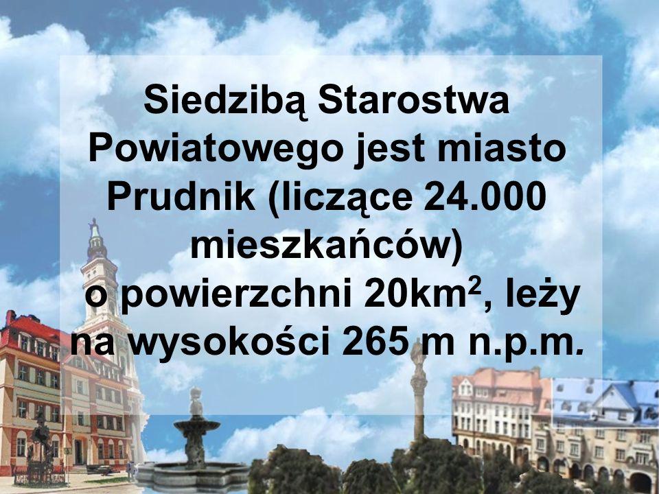 Siedzibą Starostwa Powiatowego jest miasto Prudnik (liczące 24.000 mieszkańców) o powierzchni 20km 2, leży na wysokości 265 m n.p.m.