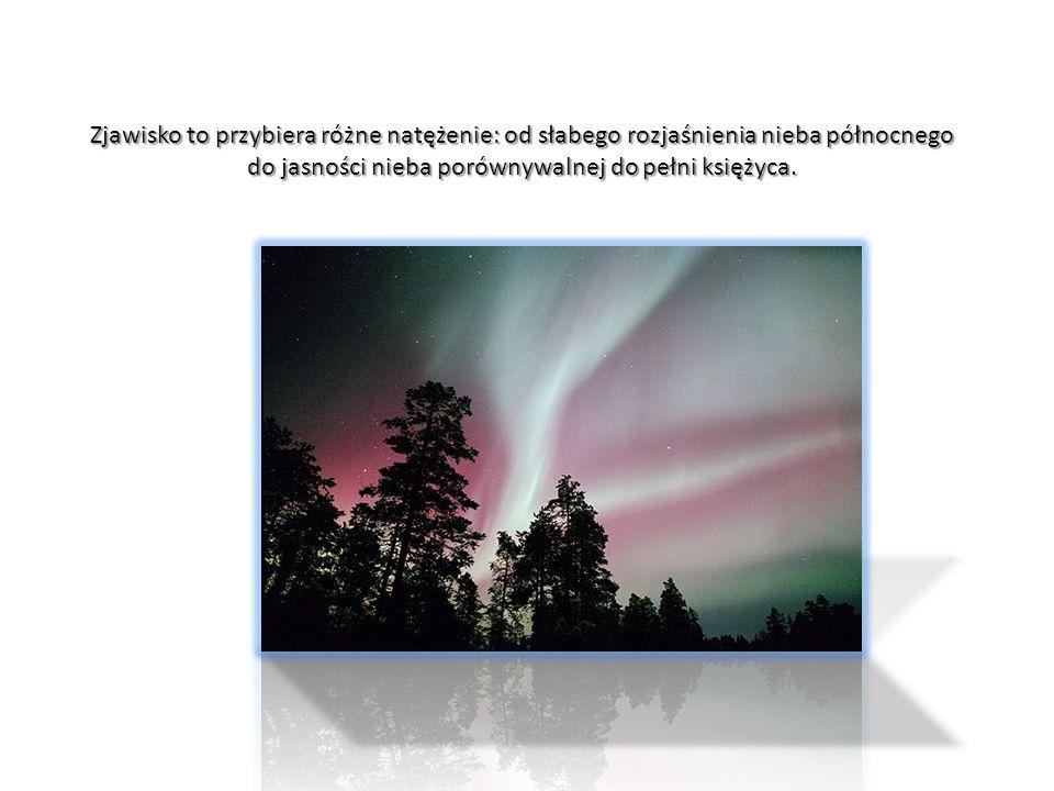 Zjawisko to przybiera różne natężenie: od słabego rozjaśnienia nieba północnego do jasności nieba porównywalnej do pełni księżyca.