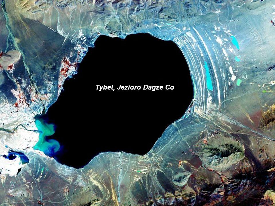 Rosja, Kamczatka, krater na wyspie Onekotan, obecnie wypełniony wodą