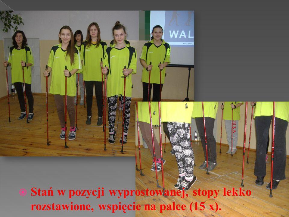 Stań w pozycji wyprostowanej, stopy złączone, delikatne krążenia stawów kolanowych w prawo i w lewo (po 10x).