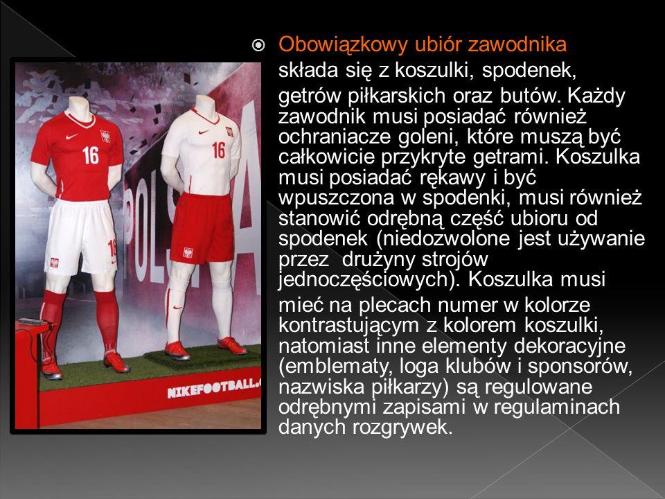 Obowiązkowy ubiór zawodnika składa się z koszulki, spodenek, getrów piłkarskich oraz butów.