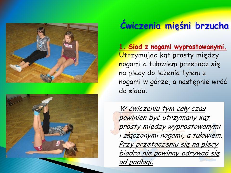 1. Siad z nogami wyprostowanymi. Utrzymując kąt prosty między nogami a tułowiem przetocz się na plecy do leżenia tyłem z nogami w górze, a następnie w