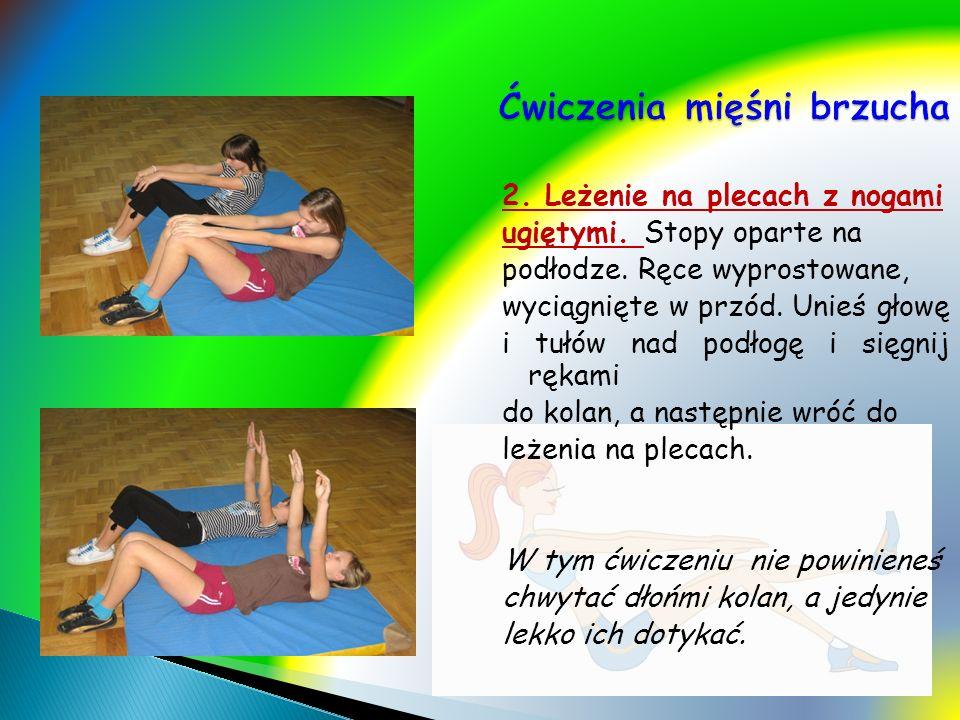 2. Leżenie na plecach z nogami ugiętymi. Stopy oparte na podłodze. Ręce wyprostowane, wyciągnięte w przód. Unieś głowę i tułów nad podłogę i sięgnij r