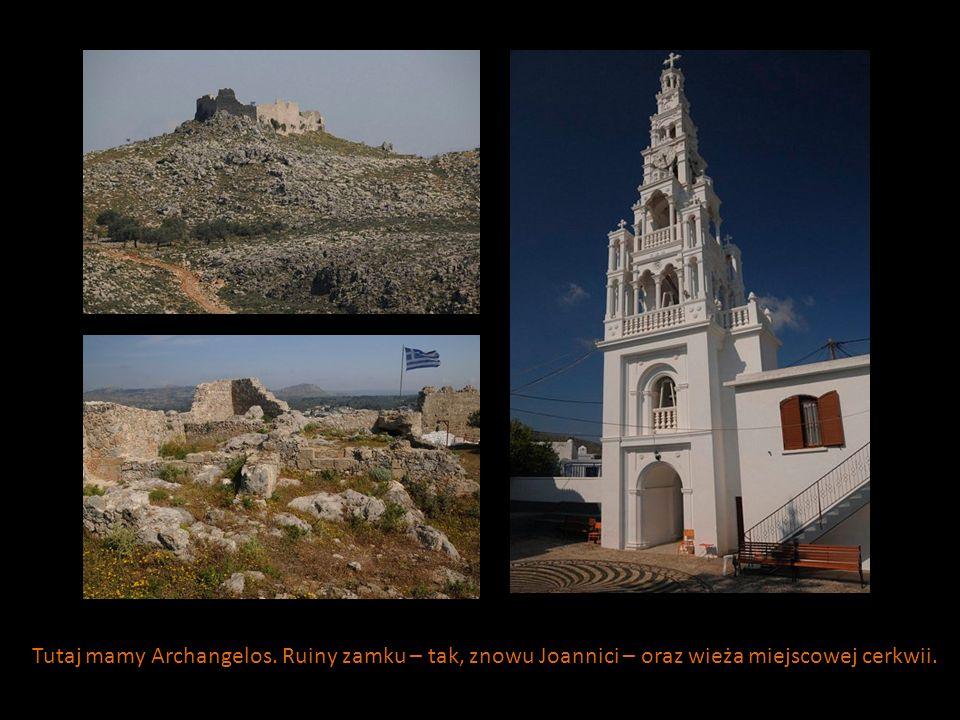 Tutaj mamy Archangelos. Ruiny zamku – tak, znowu Joannici – oraz wieża miejscowej cerkwii.