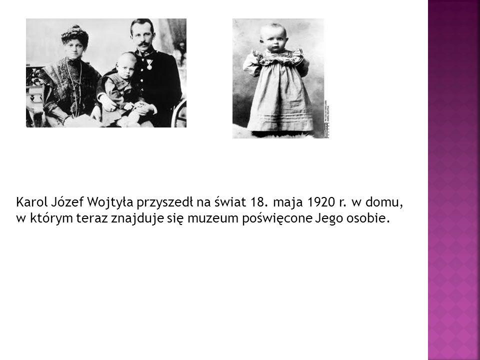Mały Karol Wojtyła przyjął swoją I Komunię świętą bez swojej matki, która umarła 13 kwietnia 1929r., gdy Karol miał 9 lat.